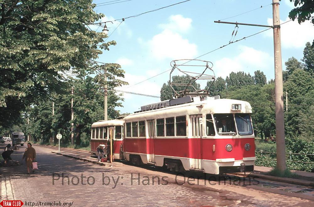 Fotografii cu tramvaie si troleibuze surprinse in cartierul Cotroceni in luna mai,anul 1973 de catre olandezul Hans Oerlemans.