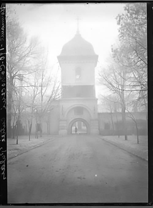 poarta de intrare in manastirea cotroceni