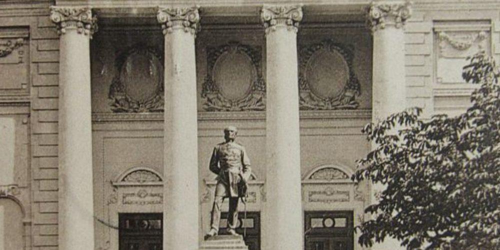 statuia lui Carol Davila din fata palatului facultatii de medicina bucuresti cca 1909
