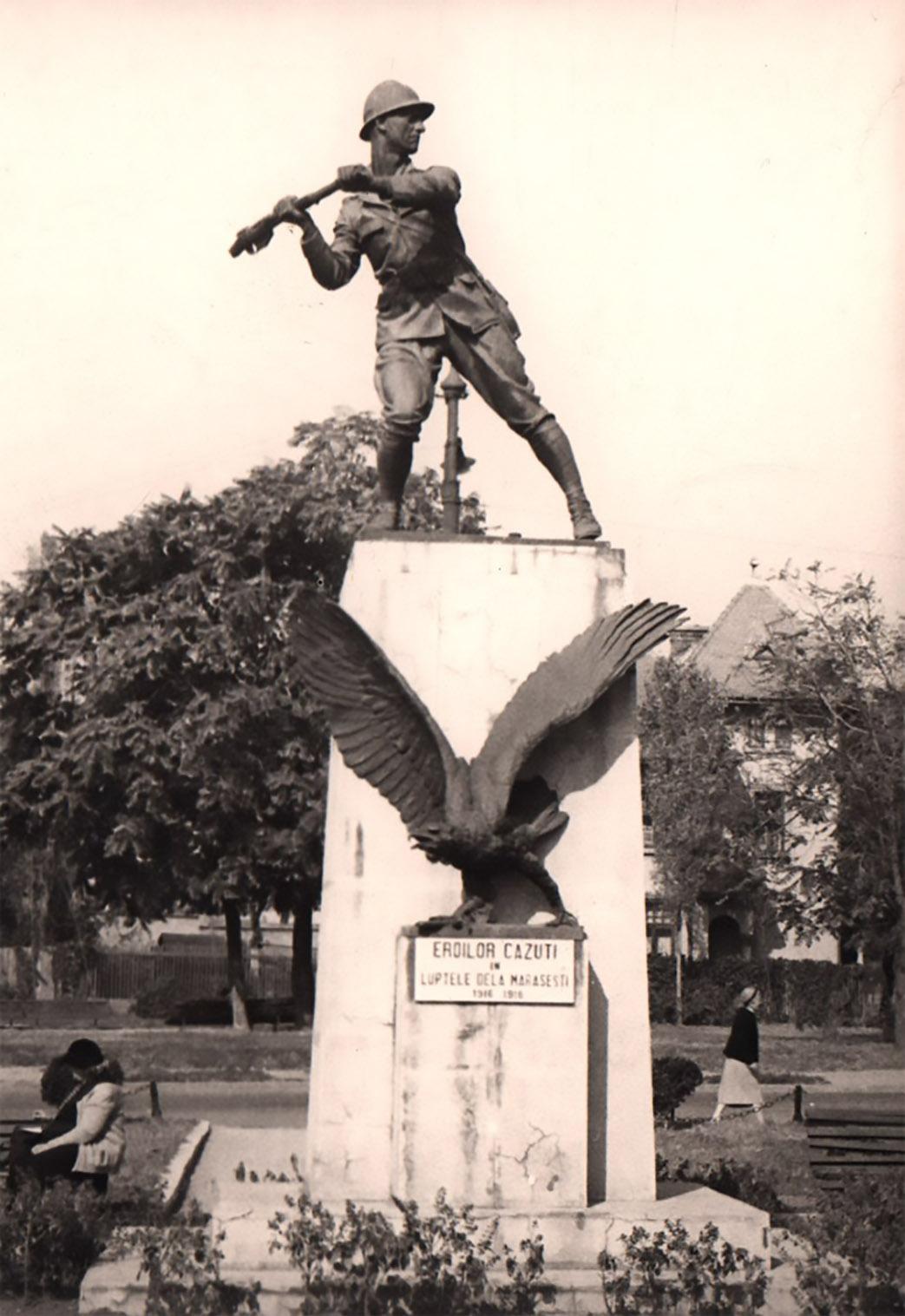 poze vechi anul 1940 cu Monumentul Infanteristului din Bucuresti Regimentul 9 vanatori cartier cotroceni