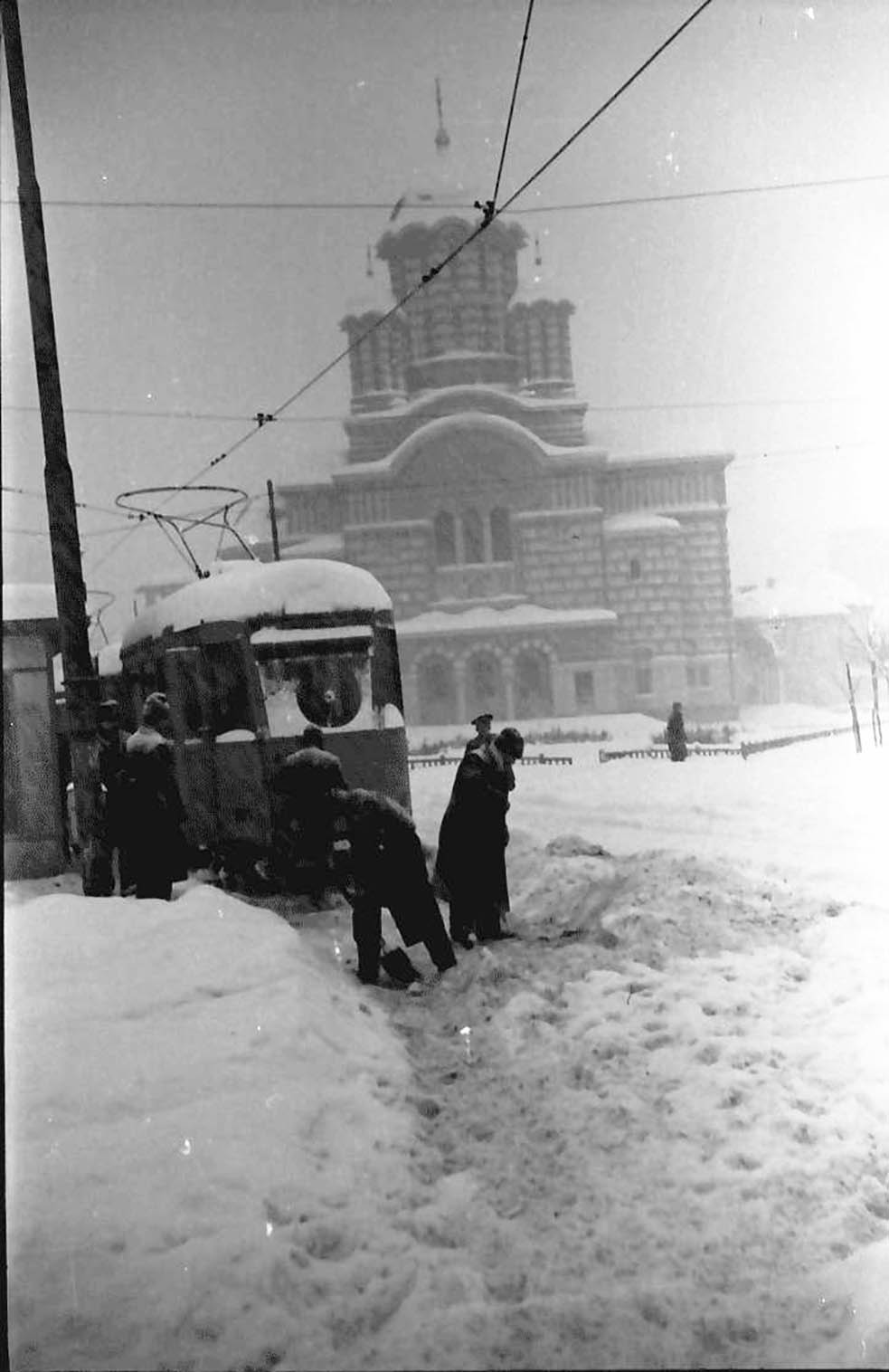 willy pragher - piata operei biserica sf elefterie 1941 iarna in cartierul cotroceni imagini vechi bucuresti foto1