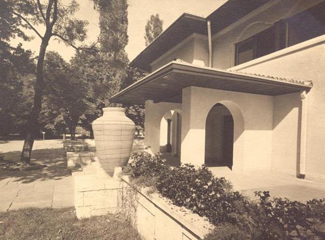 gradina botanica bucuresti cotroceni anul 1935 - cladirea restaurantului cofetarie proiectata de arhitectul Octav Doicescu - perioada interbelica 3