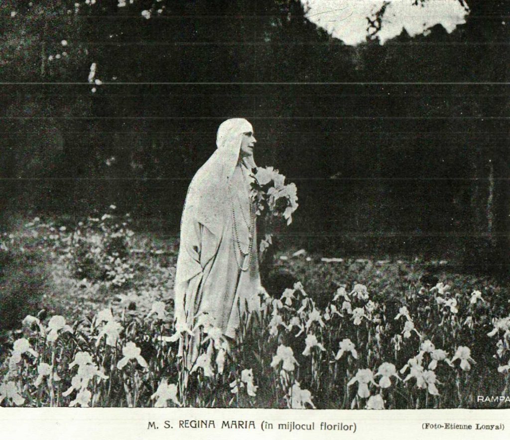 Perioada regala fotografii vechi M.S. Regina Maria in Parcul Palatului Cotroceni anul 1925 - foto Etienne Lonyai