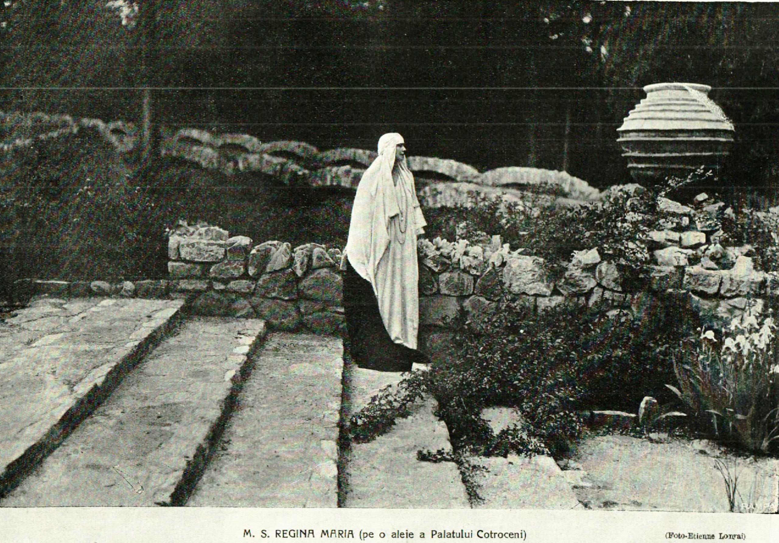 Regina Maria in Parcul Palatului Cotroceni anul 1925 revista Ilustrata, poze regaliste Etienne Lonyai